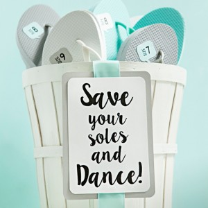 "Awesome DIY idea for ""wedding flip flops"" with FREE sign + shoe size printables!"