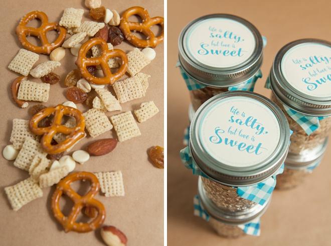Awesome DIY idea for mason jar trail mix wedding favors!