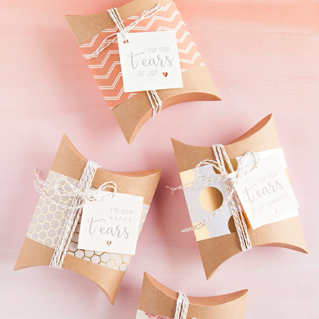Homemade Wedding Gift Tags : DIY IdeaWedding Handkerchief