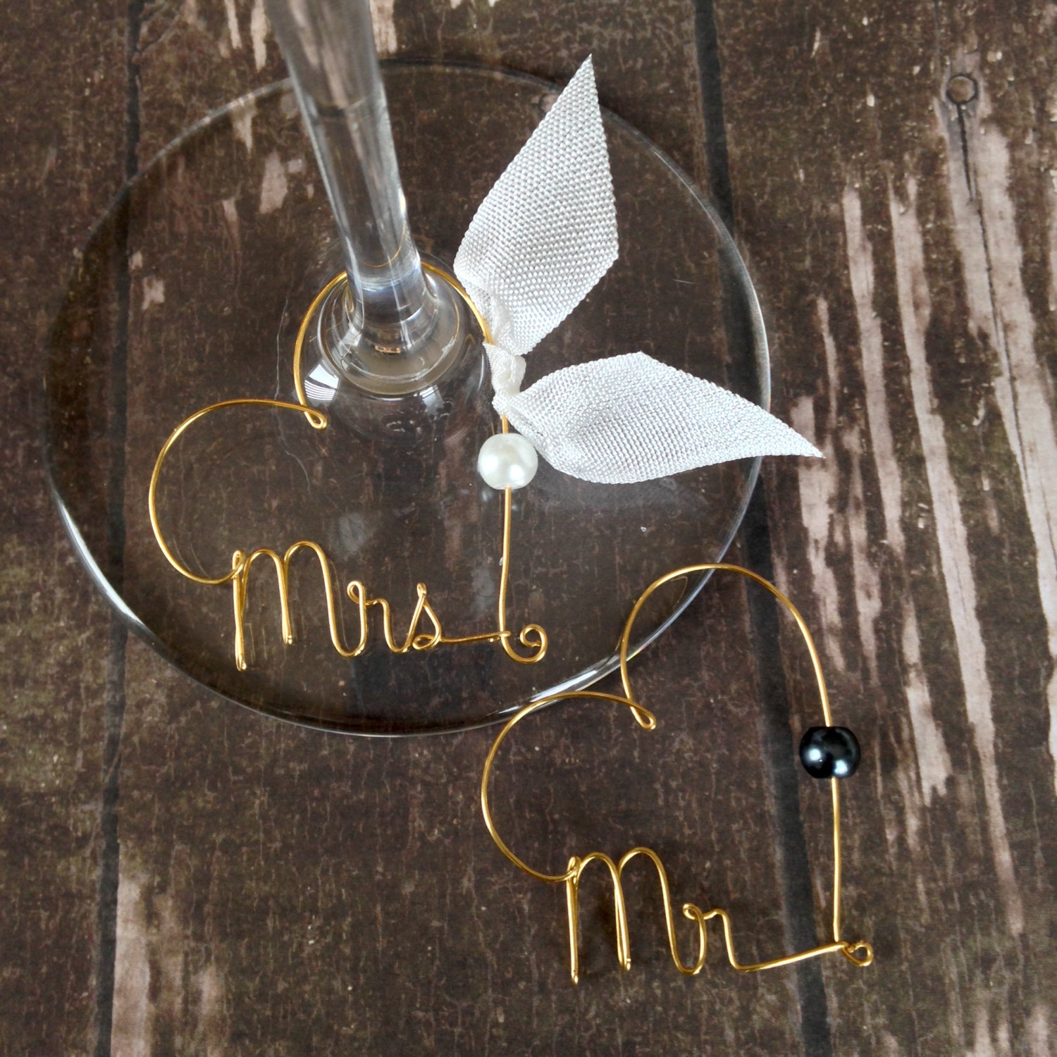 Custom Mr and Mrs wire wine charms from Kraze4Paper!