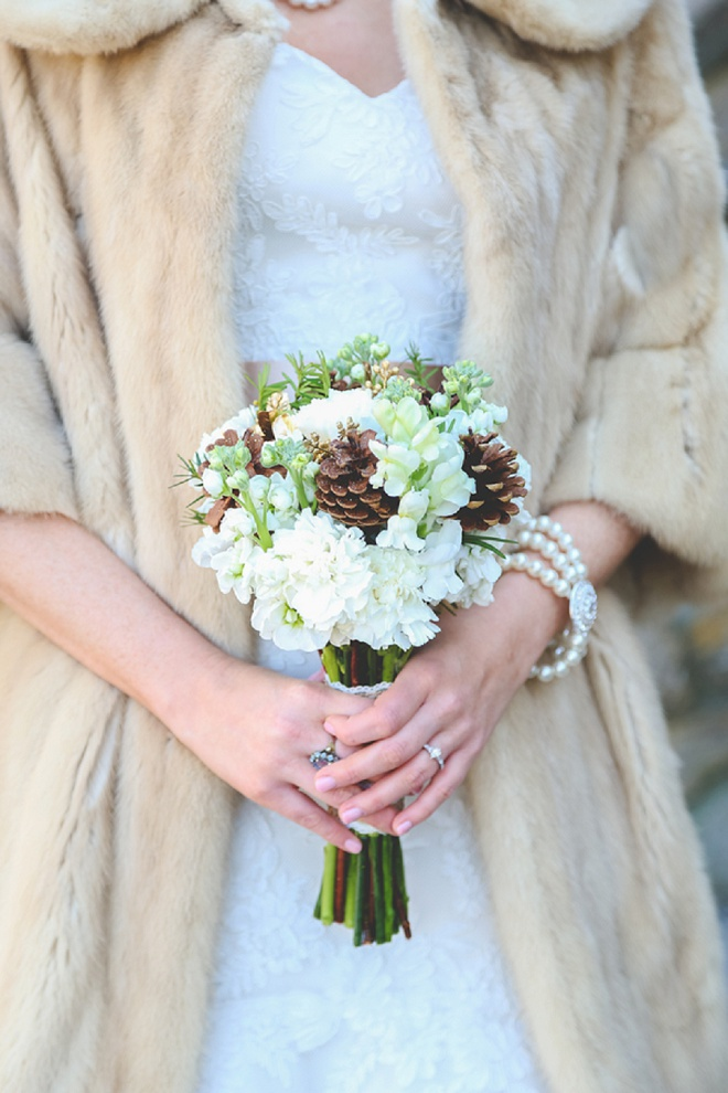 Gorgeous bride and bouquet for winter wedding!