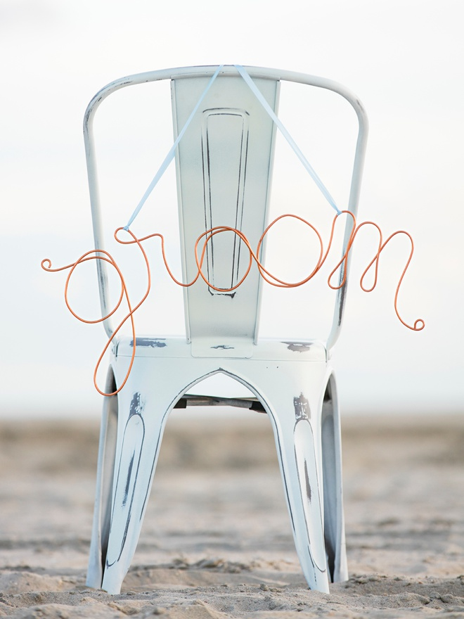 Super easy tutorial on wrapping your own wire signs - perfect for weddings!