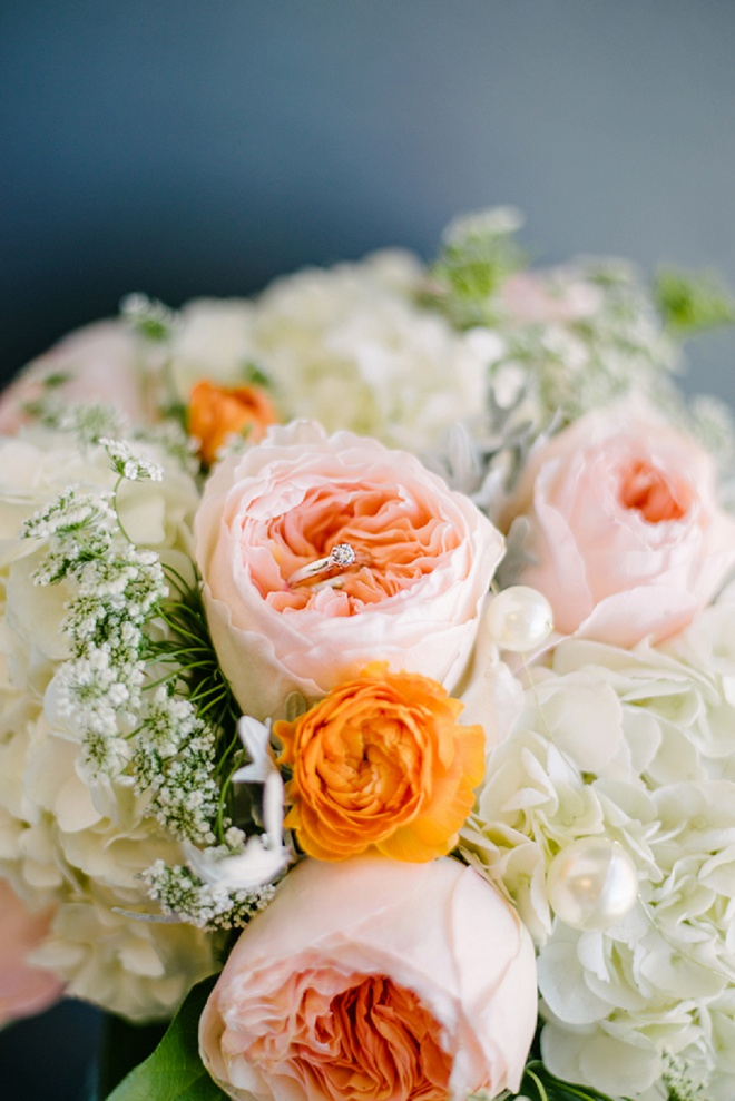 How beautiful is this garden rose bouquet and ring shot?! Swoon!