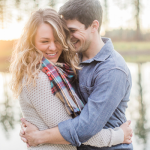 We love this dreamy lakeside engagement!