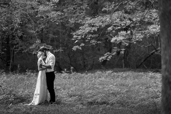 Estamos swooning sobre este casamento boho quintal!