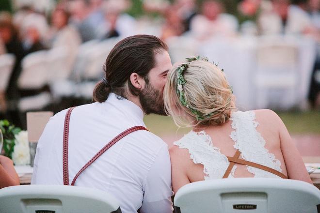 Nós amamos este casal querida e seu casamento quintal!