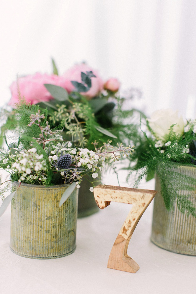 How darling are these details? Swooning over the gorgeous flowers!