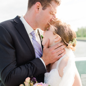 How dreamy is this gorgeous outdoor Canadian wedding?! Swoon!