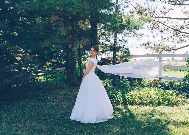 Loving this Bride's classic style wearing her Grandmothers wedding dress. So gorgeous!