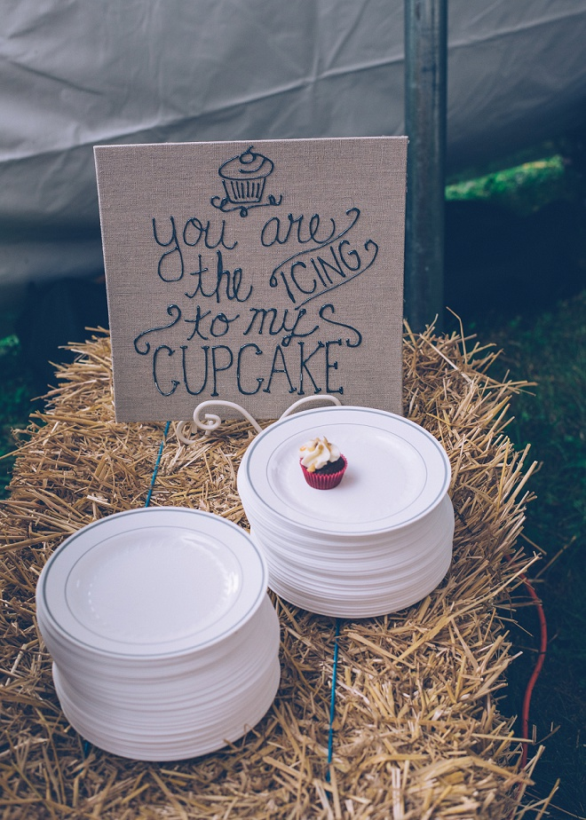 How darling is this dessert bar wedding sign? Loving all of the personalized details!