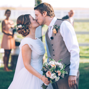 Swooning over this beautiful outdoor wedding!