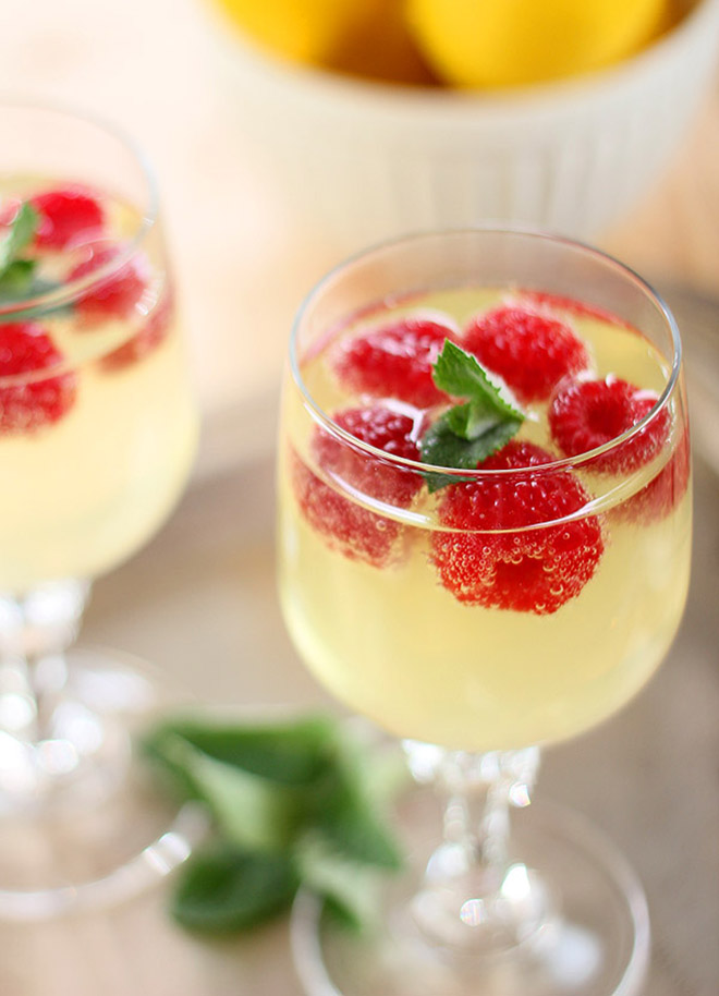 15 bubbly champagne cocktail ideas for your wedding for Cocktail limoncello