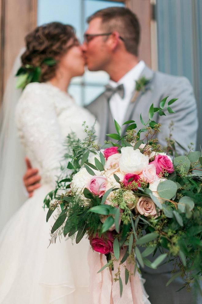 We're LOVING this Bride's dreamy boho wedding bouquet!