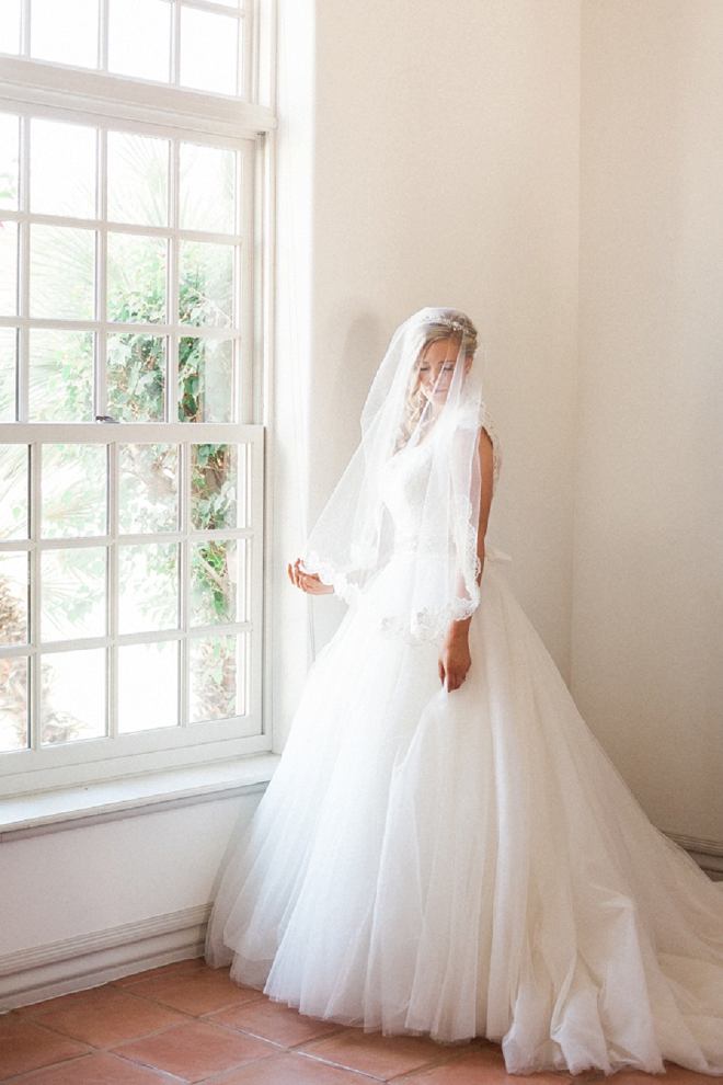 We're loving this gorgeous Bride's wedding style and veil!
