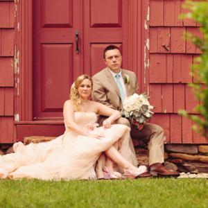 We're loving this gorgeous rustic outdoor DIY wedding!