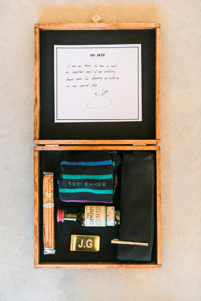 How great are these DIY Groomsmen Gift Boxes?! Such a great DIY idea!