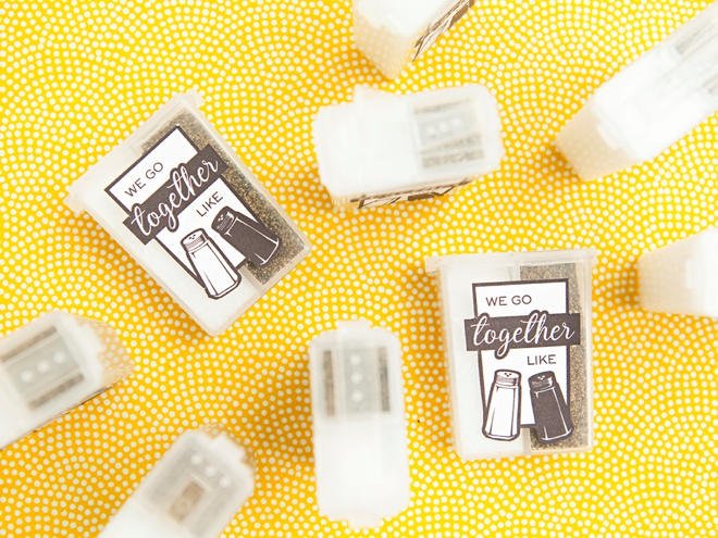 How cute are these DIY pocket sized salt and pepper favors!?!
