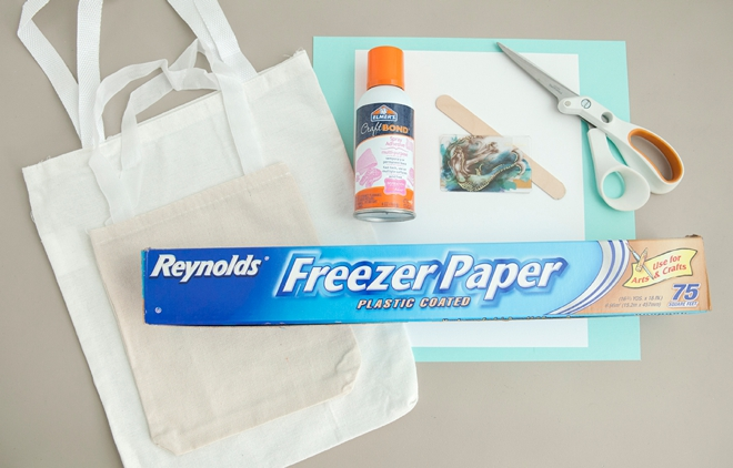 Use this crazy awesome freezer paper transfer technique to make these tote bags!