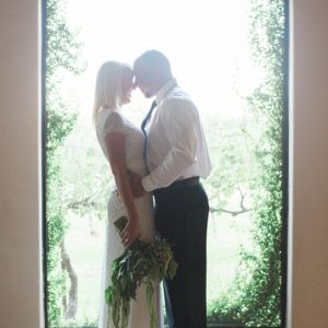 __KarenTheresaPhotography_KarenTheresaPhotographyYepezVineyardBlackOrchidFloristIntimateSouthernWedding-featured