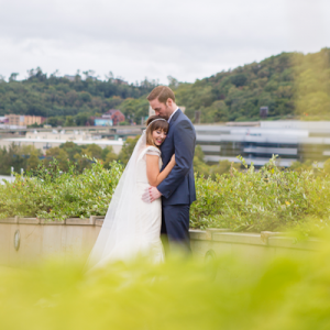 Swooning over this super sweet classic art gallery wedding!