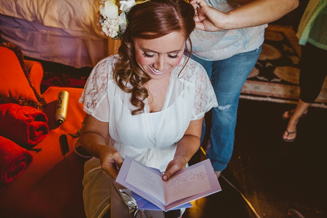 Such a sweet snap of the Bride reading her card from her Groom! Swoon!