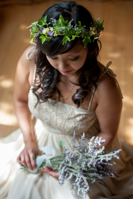 Loving these snaps of the Bride and her gorgeous lavender bouquet!