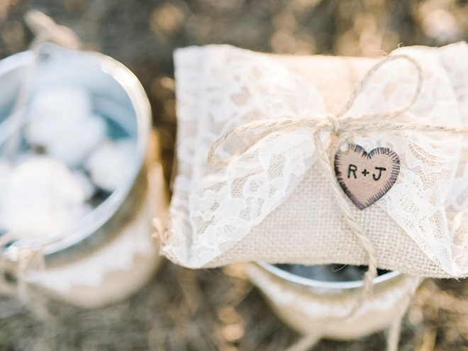 We love this gorgeous boho wedding and rustic details!