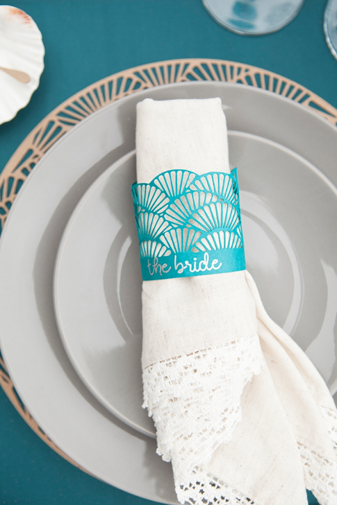 How cute are these custom, scalloped napkin rings!? Make with the Cricut Explore Air!