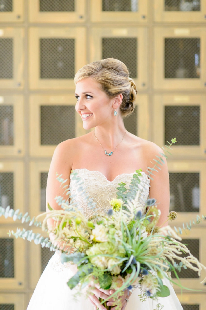 Crushing on this Bride and her stunning wedding bouquet!