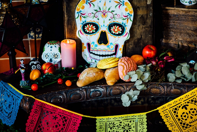 We love the skull and colorful details at this stunning styled Day of the Dead shoot!