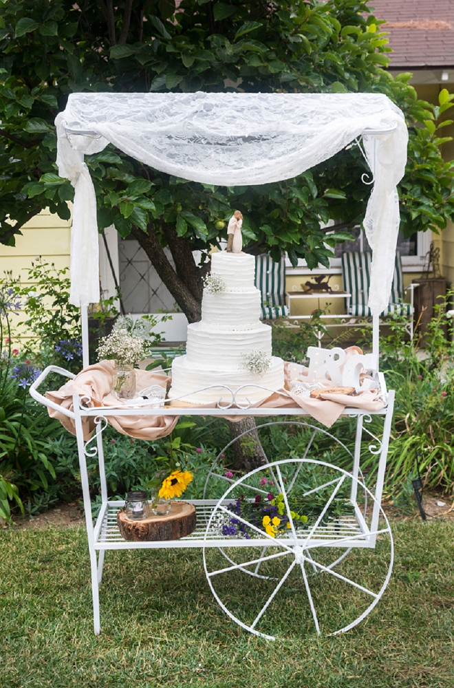 We love this vintage wedding cake cart! So cute!