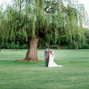 We're loving this dreamy classic wedding!