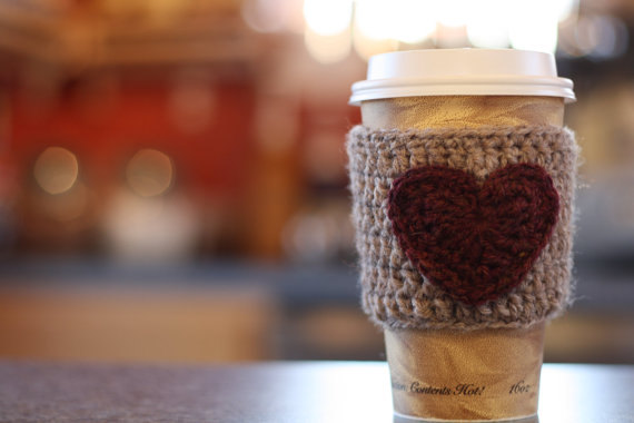 How darling is this reusable coffee cup hand warmer?! LOVE!