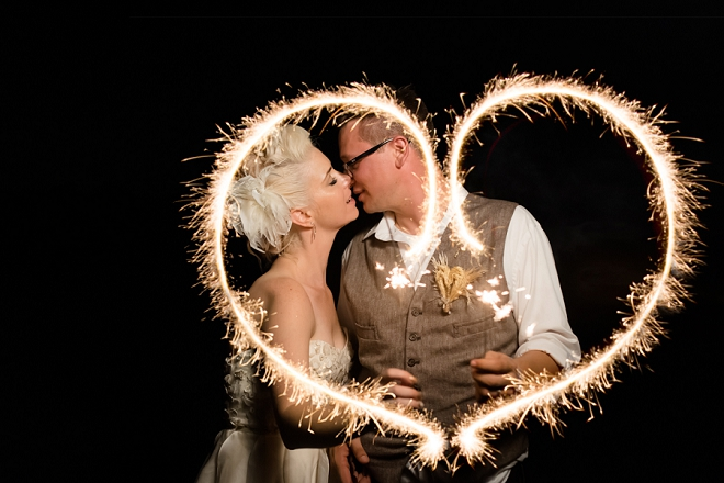 How adorable is this sparkler heart photo?! LOVE!