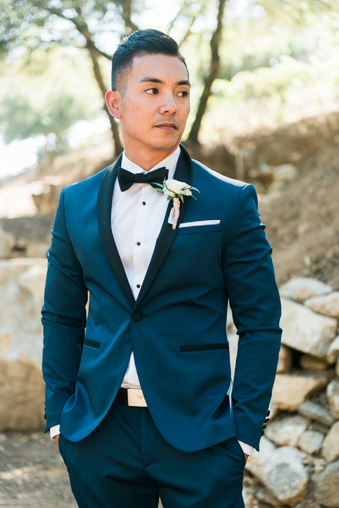 We love this Groom's classic and crisp wedding day style!
