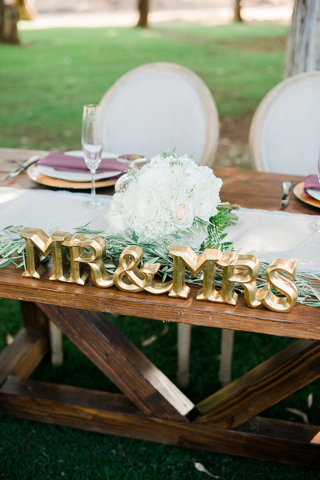 Swooning over this couple's sweetheart table!