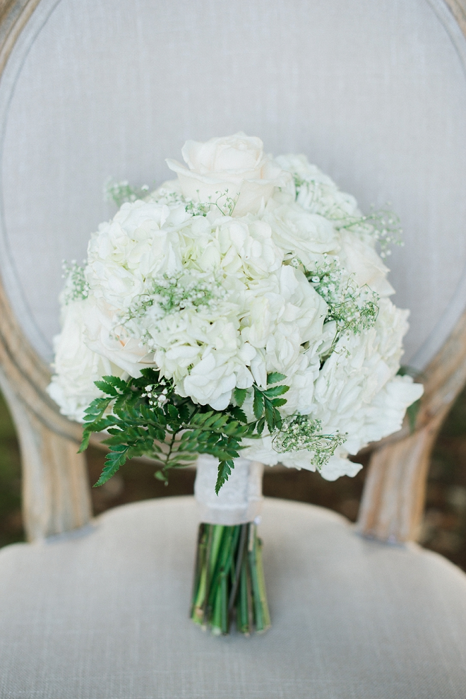 How stunning is this Bride's all white bouquet?! Love!