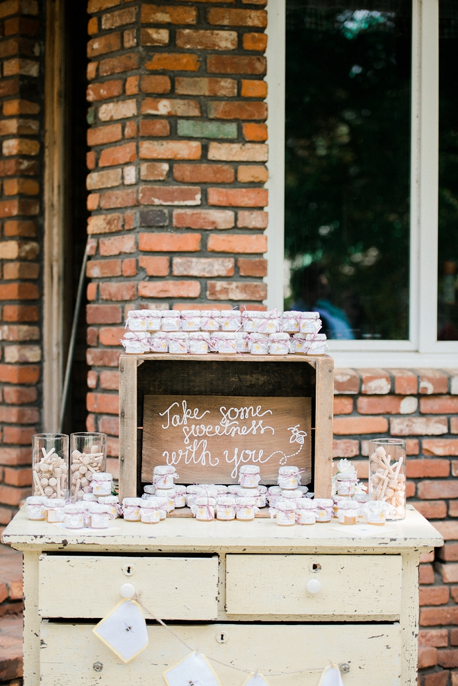 How sweet is this couple's handmade honey wedding favors?! Love!