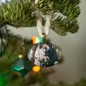 st-diy-wedding-photo-christmas-ornaments_featured