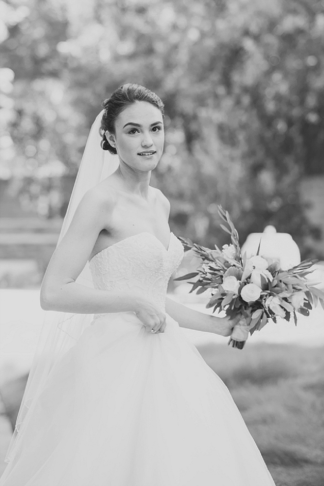 How stunning is this Bride?! We love her classic wedding day style!