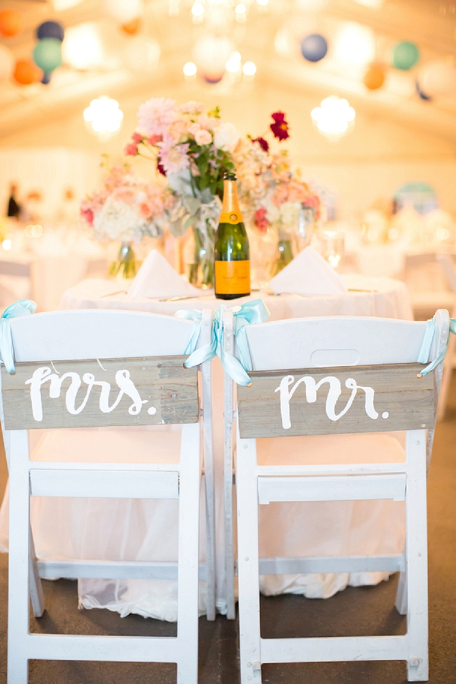 We're loving this couple's Mr. and Mrs. chairs!