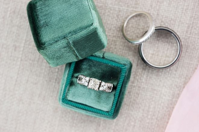 How amazing is this velvet ring box?! You need one!