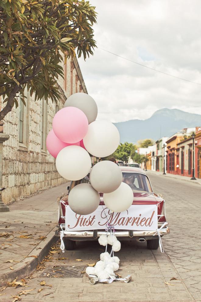 Giant balloons make whimsical getaway car decor