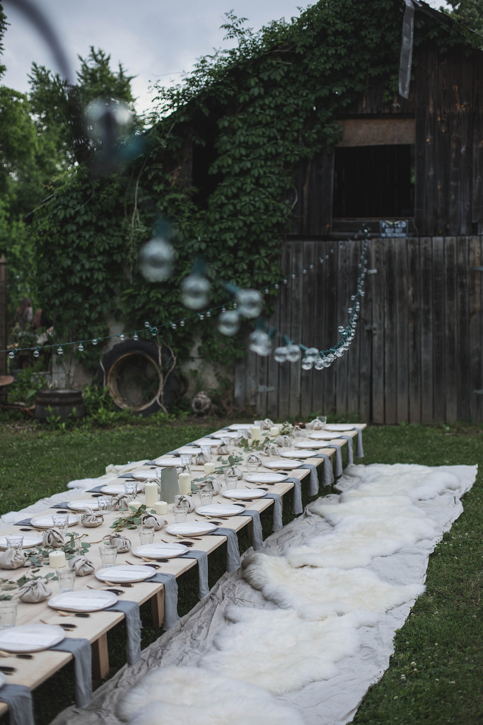 Adding this to my minimalist wedding ideas.