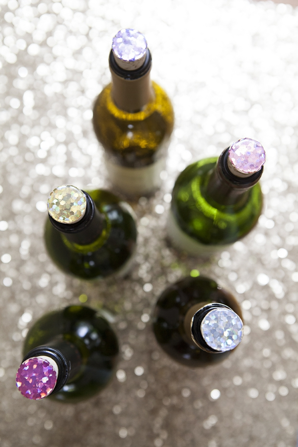 SomethingTurquoise_DIY_glitter_wine_stop