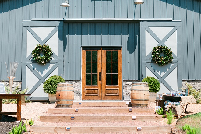 How dreamy is this gorgeous reception barn venue?! We're in love!