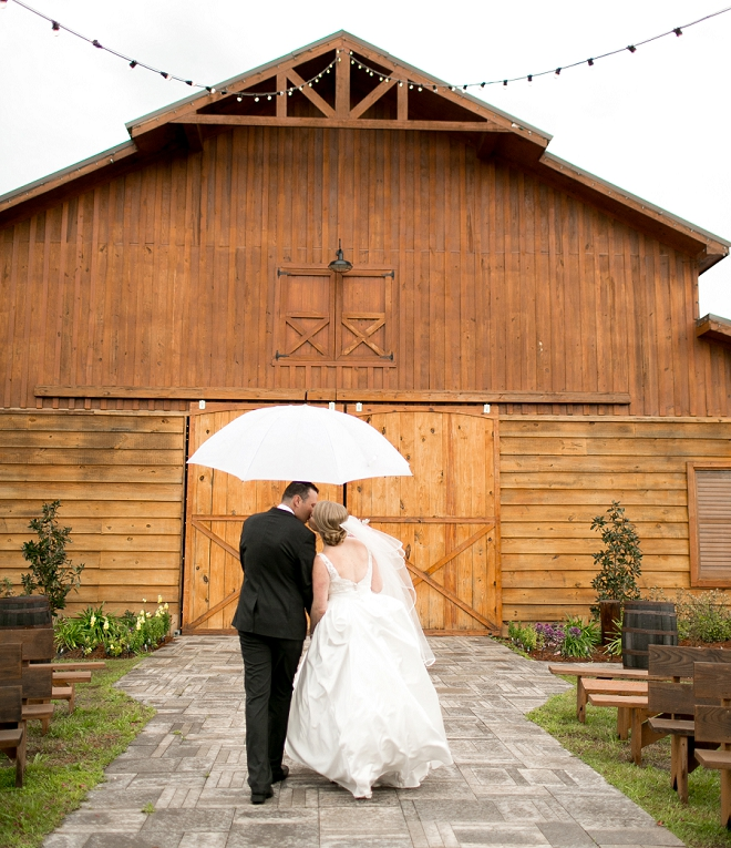 We're swooning over this rustic and romantic affair!